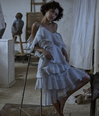 Vogue-Ukraine-March-2016-Iana-Godnia-by-Phil-Poynter-2