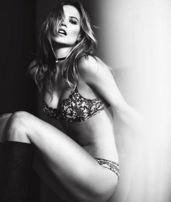 lingerie-valentines-day-2016-behati-very-sexy-push-up-bra-victorias-secret-hi-res