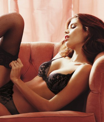 lingerie-valentines-day-2016-sara-very-sexy-bra-panty-victorias-secret-hi-res