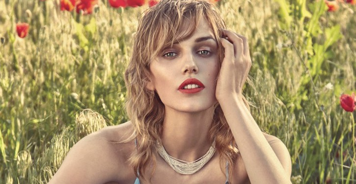 Karolina Wąż dla Elle Hungary sierpień 2016