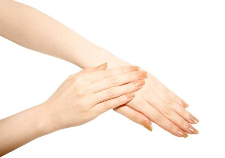 Jak dbać o skórę na dłoniach?